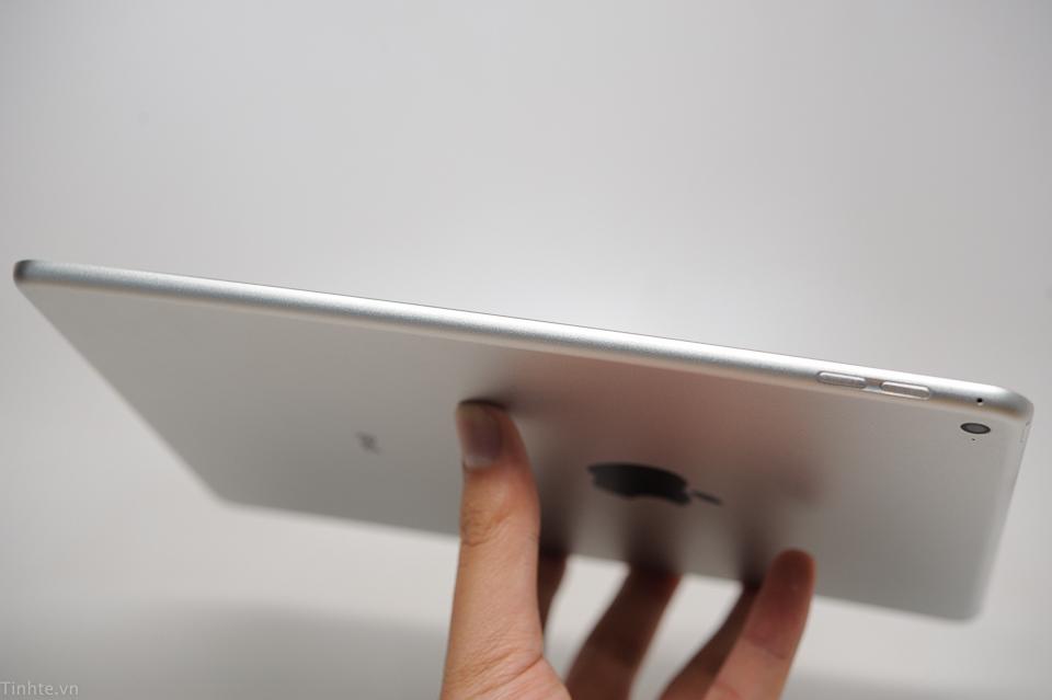 Die Seitenansicht des iPad Air 2