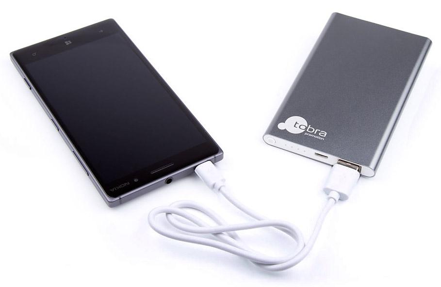 powerbank-mit-smartphone